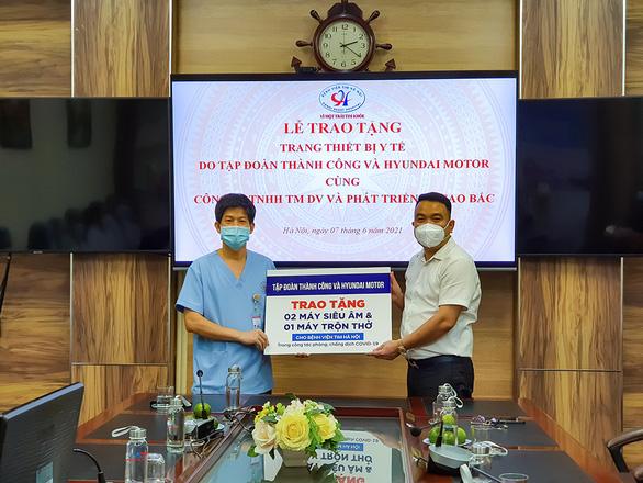 Tập đoàn Thành Công và Hyundai Motor trao tặng thiết bị y tế cho bệnh viện tim Hà Nội - Ảnh 1.