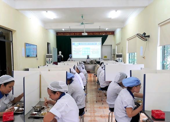 Kiến nghị ưu tiên tiêm vắc xin COVID-19 cho lao động ngành bán lẻ - Ảnh 4.
