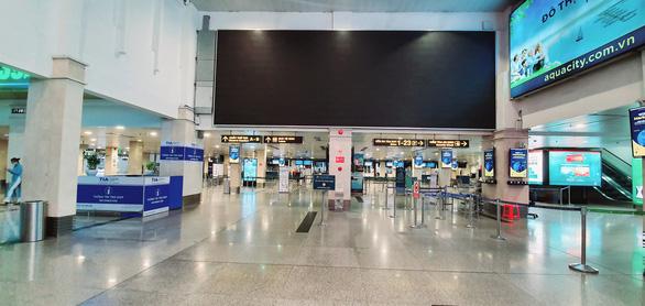 Hàng không ở Tân Sơn Nhất giảm đến đáy của đáy - Ảnh 6.