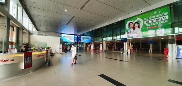 Hàng không ở Tân Sơn Nhất giảm đến đáy của đáy - Ảnh 10.