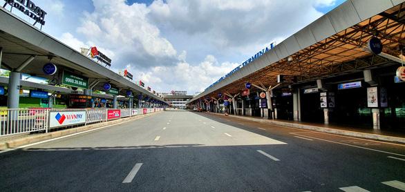 Hàng không ở Tân Sơn Nhất giảm đến đáy của đáy - Ảnh 3.