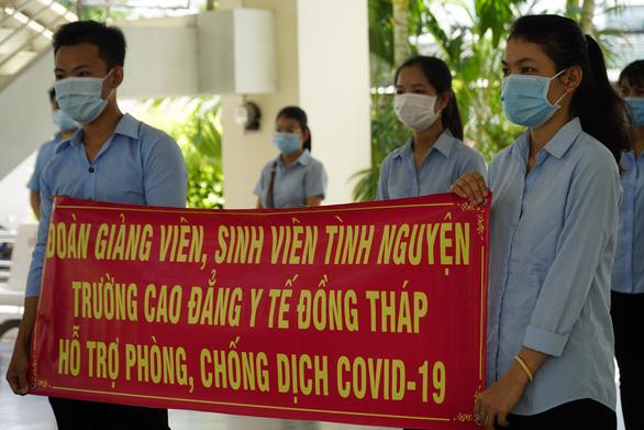 Thêm đoàn Bắc Giang đến chi viện Đồng Tháp dập dịch - Ảnh 1.