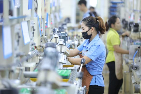 Công nhân Bắc Ninh sẽ đeo vòng định vị, về nhà điểm danh trước 21h - Ảnh 1.