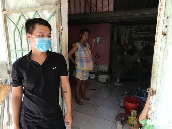 Dân trọ lay lắt mùa dịch bệnh, chủ nhà san sẻ khó khăn - Ảnh 3.