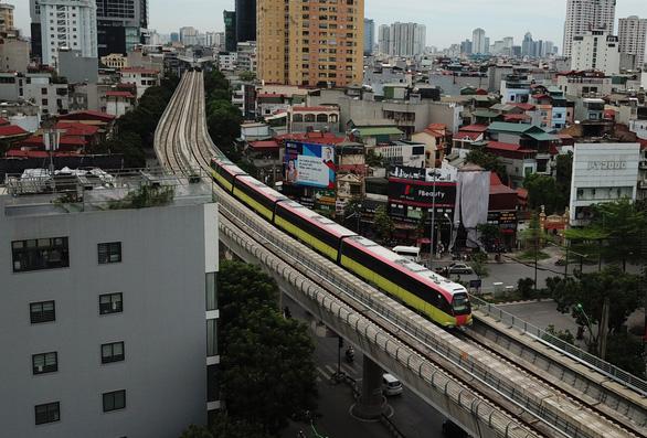 Sáng 1-7, các đoàn tàu metro Nhổn - ga Hà Nội chạy thử nghiệm 8,5km trên cao - Ảnh 2.
