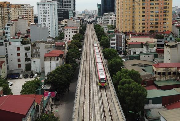 Sáng 1-7, các đoàn tàu metro Nhổn - ga Hà Nội chạy thử nghiệm 8,5km trên cao - Ảnh 3.
