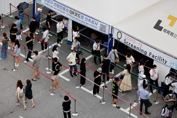 Các nước châu Á ghi nhận số ca COVID-19 kỷ lục, nhận thêm vắc xin - Ảnh 2.