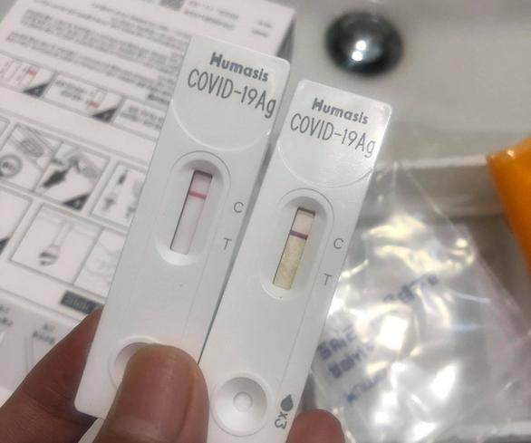 HỎI - ĐÁP về dịch COVID-19: Test nhanh COVID-19 có thể thực hiện tại nhà? - Ảnh 1.