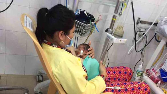 Bệnh viện Tiền Giang nuôi sống trẻ sơ sinh nặng 900 gram - Ảnh 1.