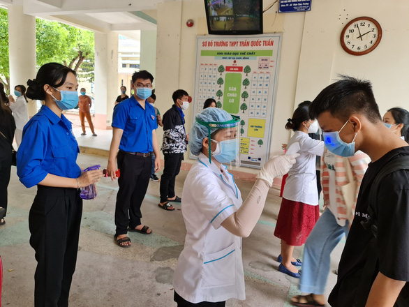 Thí sinh thi ở điểm thi Trần Quốc Tuấn, TP Quảng Ngãi âm tính với COVID-19 - Ảnh 1.