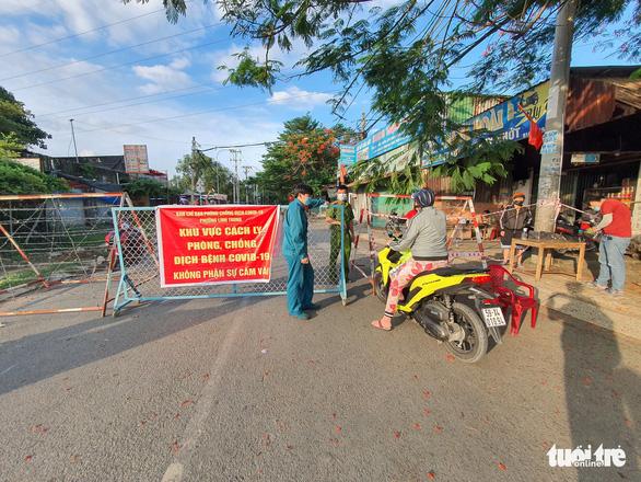 Phong tỏa 3 ngày khu phố 4, phường Tăng Nhơn Phú A với hơn 7.000 dân - Ảnh 1.