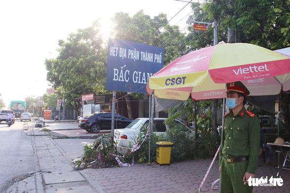Liên tiếp 3 lãnh đạo địa phương ở Bắc Giang bị phê bình vì lơ là chống dịch - Ảnh 1.