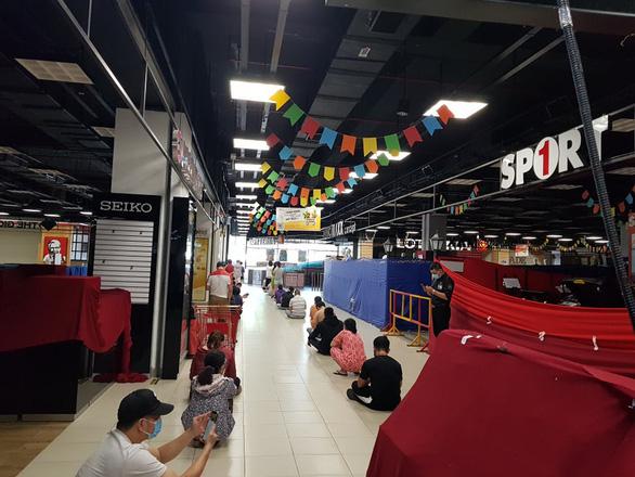 Sức mua ở TP.HCM hạ nhiệt, siêu thị, cửa hàng bắt đầu trả nợ hàng online - Ảnh 1.