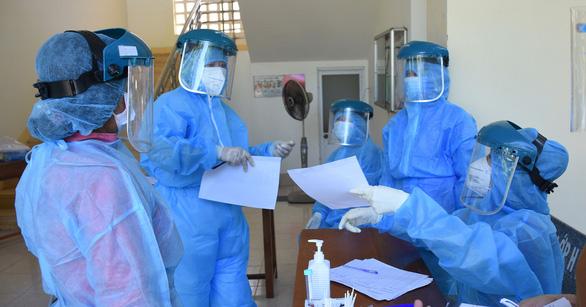 Sinh viên tình nguyện ở trung tâm y tế và bảo vệ khu cách ly mắc COVID-19 - Ảnh 1.