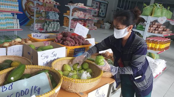 Hàng chục nghìn người dân TP.HCM được mua sắm miễn phí ở siêu thị 0 đồng - Ảnh 2.