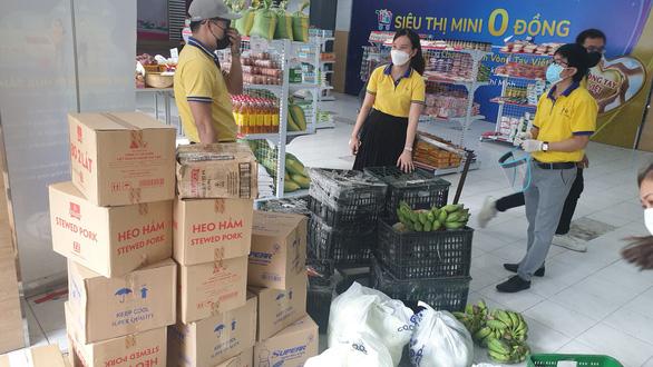 Hàng chục nghìn người dân TP.HCM được mua sắm miễn phí ở siêu thị 0 đồng - Ảnh 4.