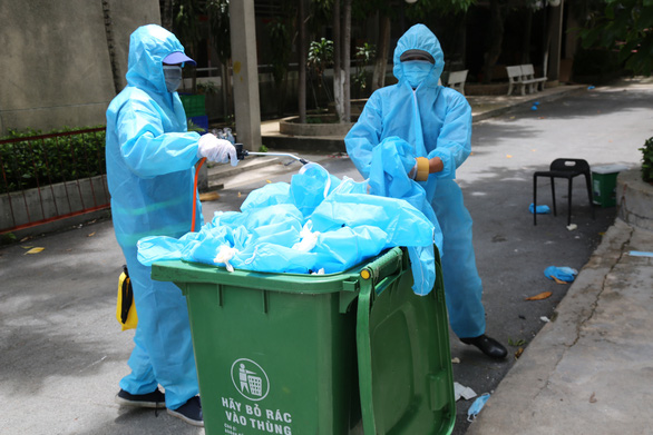 Đã dọn sạch rác thải ở khu cách ly điểm trường Phú Lợi - Ảnh 1.