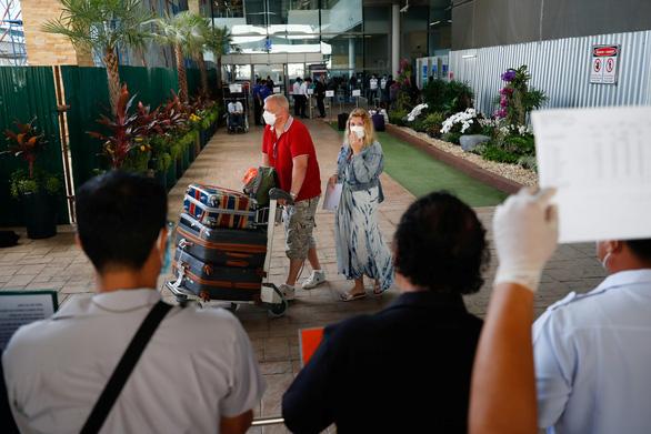 Thêm 2 du khách mắc COVID-19, Phuket kêu gọi người dân bình tĩnh - Ảnh 1.