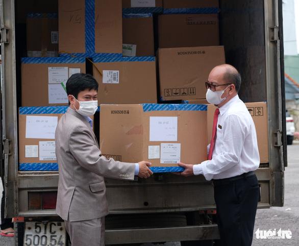 Lâm Đồng sắp cạn test nhanh COVID-19, Phương Trang ủng hộ thêm 60.000 bộ - Ảnh 1.