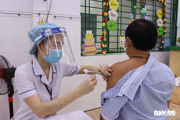 TP.HCM lên kế hoạch tiêm vắc xin đợt 5 với 1,1 triệu liều trong 2-3 tuần - Ảnh 1.