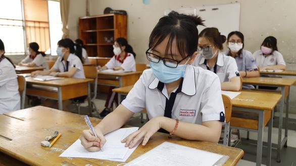 Thi tốt nghiệp THPT năm 2021 xong, ồn ào đáp án môn văn - Ảnh 1.
