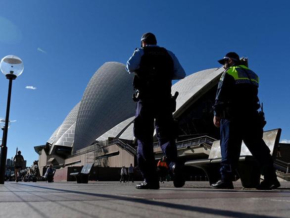 Úc ghi nhận ca tử vong đầu tiên năm 2021, ca nhiễm cao kỷ lục - Ảnh 1.