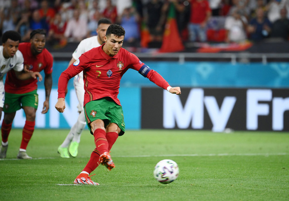 Thủ thành Donnarumma xuất sắc nhất Euro 2020, Ronaldo là Vua phá lưới - Ảnh 2.
