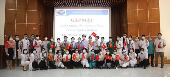 39 y bác sĩ ở Quảng Nam tăng cường hỗ trợ TP.HCM chống dịch - Ảnh 1.