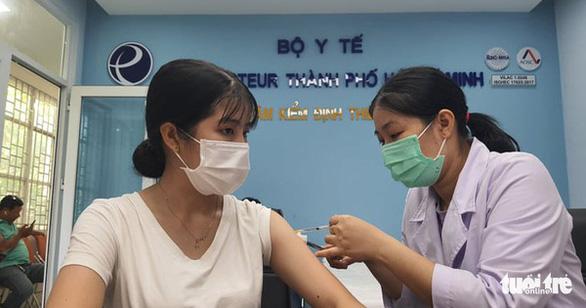 Ai sẽ được ưu tiên tiêm vắc xin đợt 5 tại TP.HCM? - Ảnh 1.