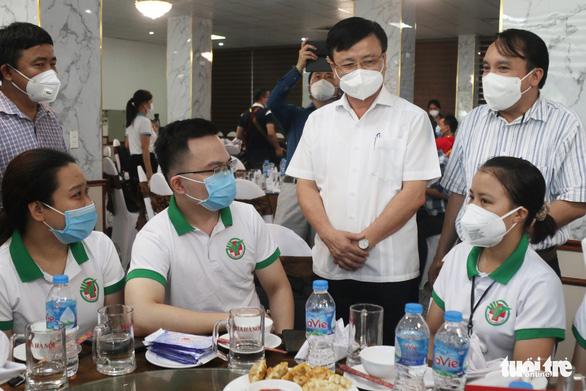 60 y, bác sĩ Nghệ An xuất quân vào TP.HCM chống dịch, mong Sài Gòn nhanh khỏe - Ảnh 1.