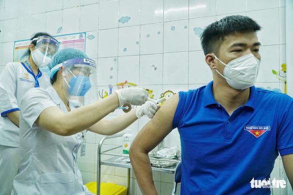 Hà Nội chuẩn bị 5,1 triệu liều vắc xin để tiêm diện rộng - Ảnh 1.