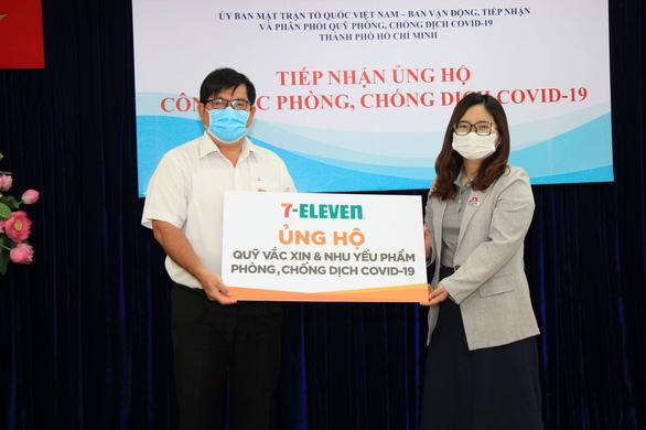 7-Eleven chung tay ủng hộ quỹ vắc-xin và nhu yếu phẩm chống dịch COVID-19 - Ảnh 1.