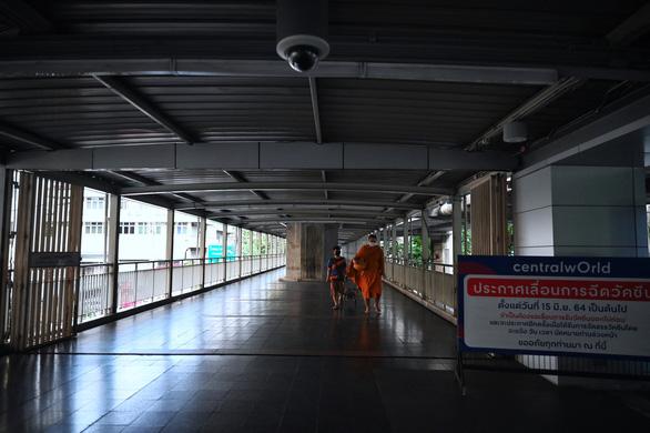 Thái Lan lại giới nghiêm ban đêm vùng Đại Bangkok - Ảnh 4.