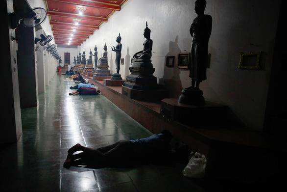 Thái Lan lại giới nghiêm ban đêm vùng Đại Bangkok - Ảnh 2.