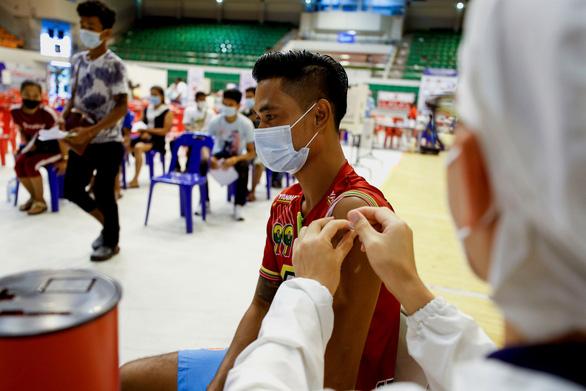 Thái Lan cho phép cách ly F0 triệu chứng nhẹ và xét nghiệm tại nhà - Ảnh 1.