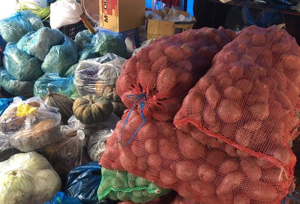 15 tấn gạo, 5 tấn rau củ gửi người nghèo, người sống trong khu phong tỏa ở Cần Thơ - Ảnh 5.