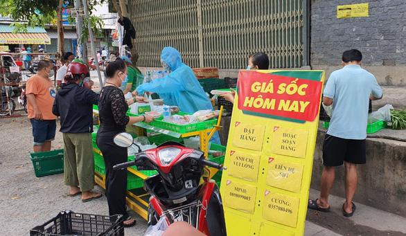 Bất ngờ được mua thịt, cá... giá siêu thị ngay ở vỉa hè TP.HCM - Ảnh 6.