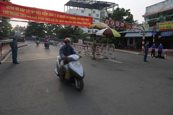 Dời chốt ở đường Nguyễn Kiệm, nới lỏng kiểm tra qua các chốt ở Gò Vấp - Ảnh 4.