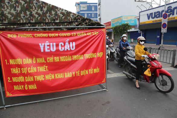 Dời chốt ở đường Nguyễn Kiệm, nới lỏng kiểm tra qua các chốt ở Gò Vấp - Ảnh 2.