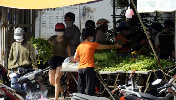 Hiểu nhầm chỉ thị 16, người dân Vũng Tàu ào ào đến ngân hàng - Ảnh 6.