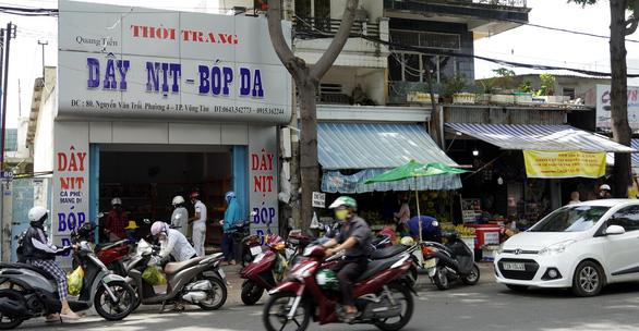 Hiểu nhầm chỉ thị 16, người dân Vũng Tàu ào ào đến ngân hàng - Ảnh 7.
