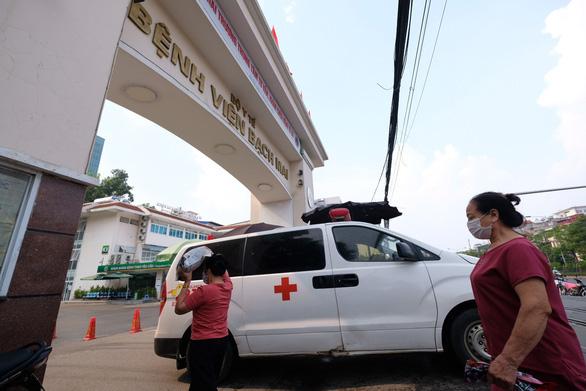 Cựu giám đốc Bệnh viện Bạch Mai bị truy tố vì nâng giá thiết bị gây thiệt hại 10 tỉ - Ảnh 1.