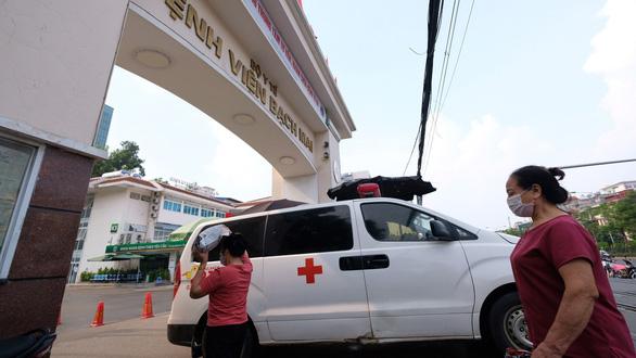 Vụ thổi giá thiết bị tại Bệnh viện Bạch Mai: Mỗi ca mổ não bị nâng giá 16,5 triệu đồng - Ảnh 1.