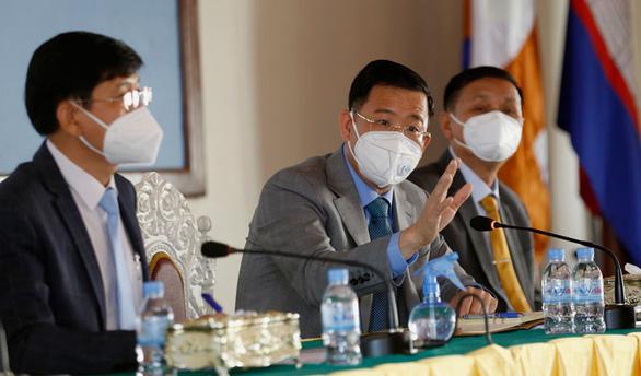 Campuchia chính thức cho bệnh nhân COVID-19 triệu chứng nhẹ điều trị tại nhà - Ảnh 1.