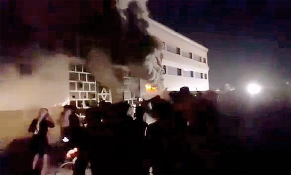 Cháy tại bệnh viện điều trị COVID-19 ở Iraq: 92 người chết, 100 người bị thương - Ảnh 1.