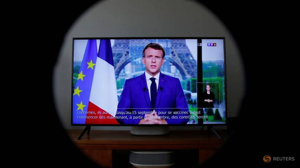 Pháp: muốn đi xem phim, đi tàu hỏa, máy bay phải có giấy thông hành - Ảnh 1.