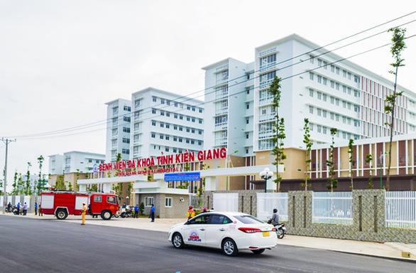 Dịch COVID-19 ngày 13-7: Cách ly tạm thời toàn bộ nhân viên Bệnh viện đa khoa Kiên Giang - Ảnh 1.