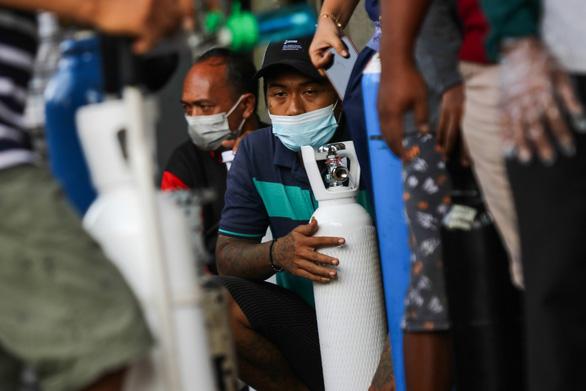 Khủng hoảng thiếu oxy ở Indonesia do dịch bệnh tăng cao - Ảnh 3.