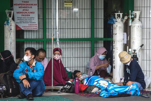 Khủng hoảng thiếu oxy ở Indonesia do dịch bệnh tăng cao - Ảnh 1.