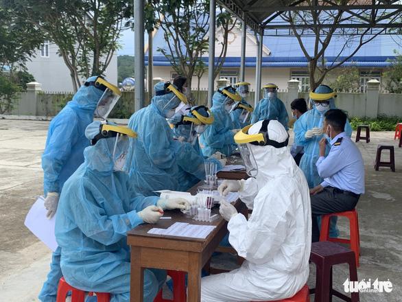Lâm Đồng khởi tố vụ 3 người đến từ TP.HCM làm phát sinh chùm 5 ca COVID-19 - Ảnh 2.